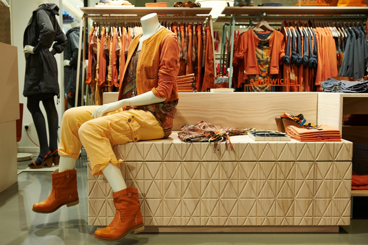 фото рекламы на торговых точках с одеждой последующий элемент наносился
